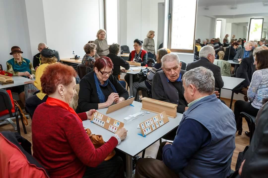 Emil Boc a inaugurat un nou club al pensionarilor, la Cinema Dacia din Mănăștur