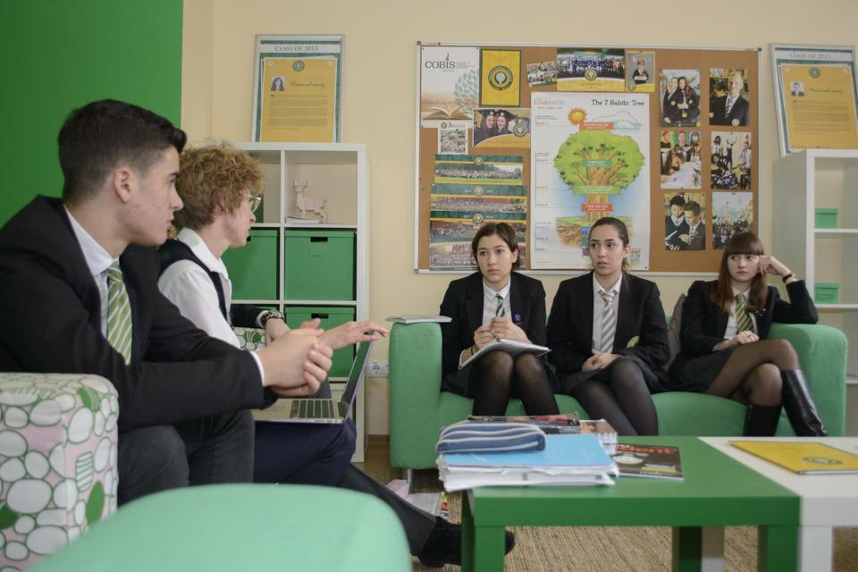 Elevii de clasa a VIII-a din toată țara pot câștiga burse la Transylvania College, singurul liceu cu internat din Transilvania acreditat Cambridge