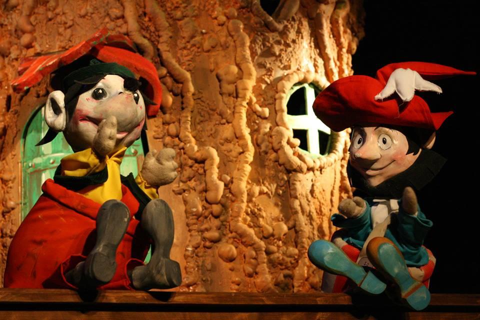 """Basme îndrăgite de cei mici și un atelier de păpușerie, la Teatrul """"Puck"""""""