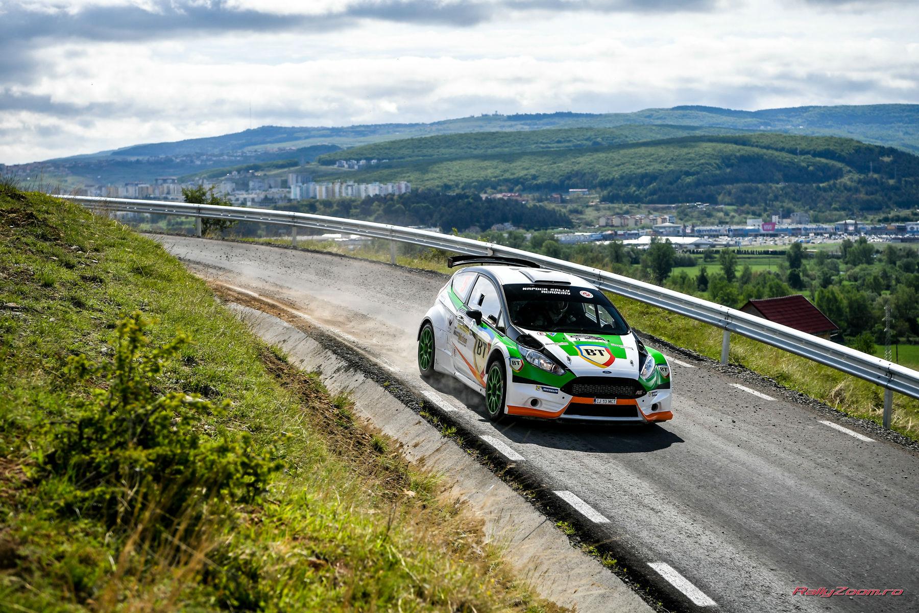 Campionul european Giandomenico Basso câștigă prima zi a BT Transilvania Rally! Accident pe Valea Fericirii sâmbătă dimineața