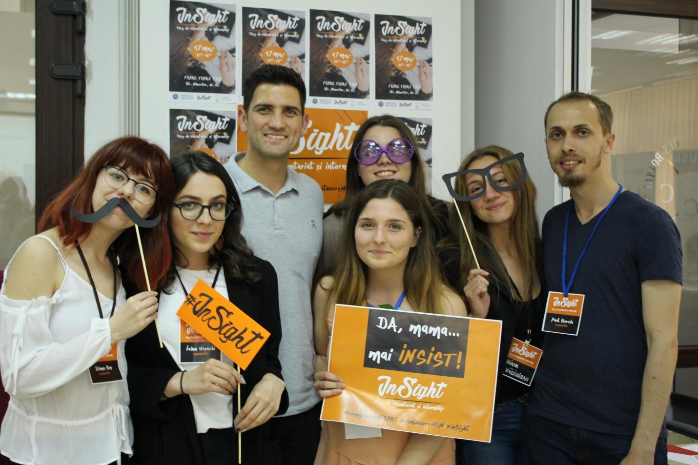 200 de studenți de la UBB au interacționat cu 22 de companii și organizații la primul târg de voluntariat și internship din Cluj-Napoca, creat de studenți pentru studenți