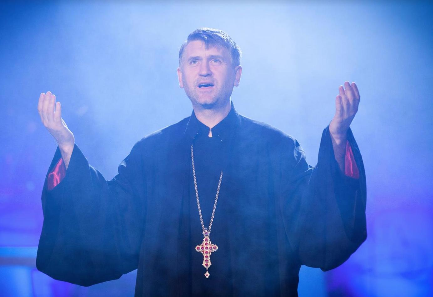 ȘOCANT – Preotul ortodox Cristian Pomohaci, surprins într-o înregistrare în timp ce presează un minor să întrețină relații sexuale cu el! AUDIO