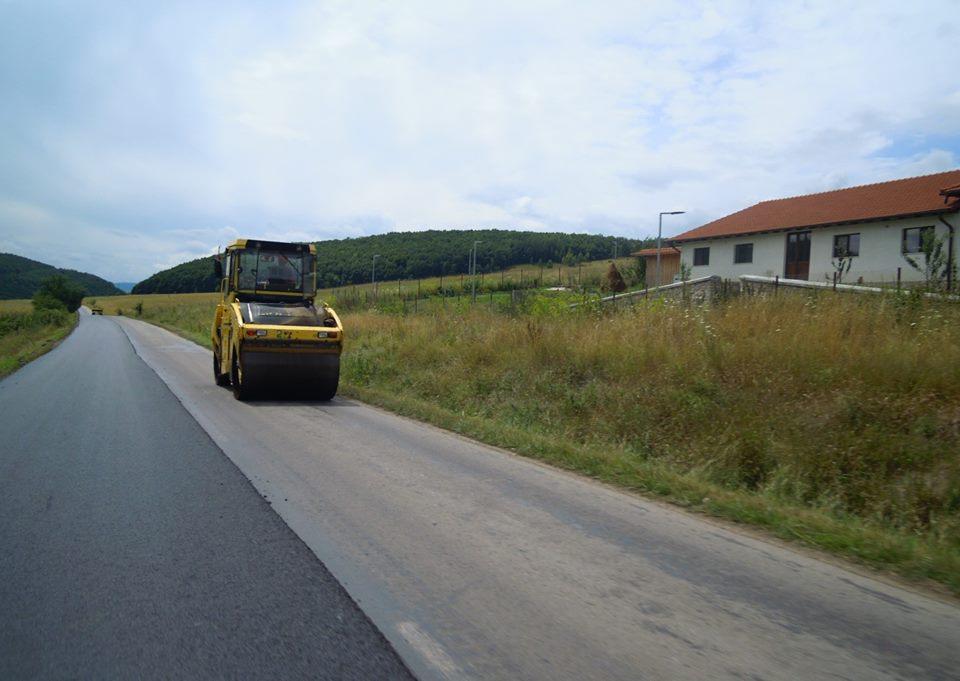 Au început lucrările de asfaltare pe drumul județean Cluj-Napoca – Făget – Ciurila – DJ 107L