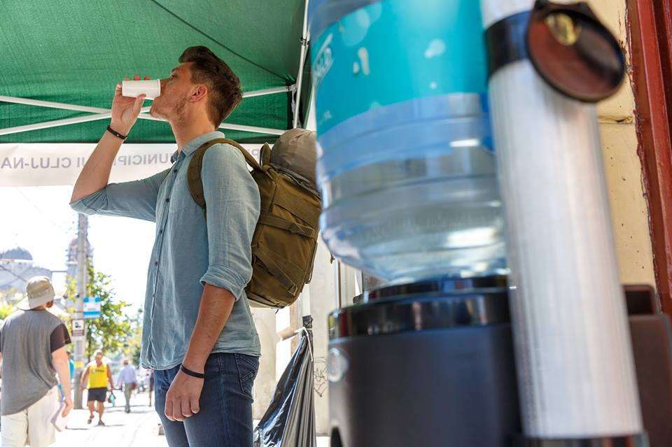 Puncte de distribuire a apei potabile amenajate de primărie pe perioada caniculei!