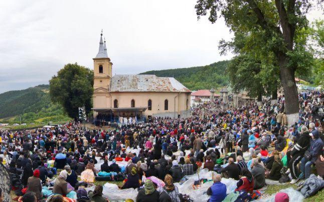 Primăria Cluj a pus la dispoziție transport gratuit până la Mănăstirea Nicula pentru 55 de pensionari clujeni