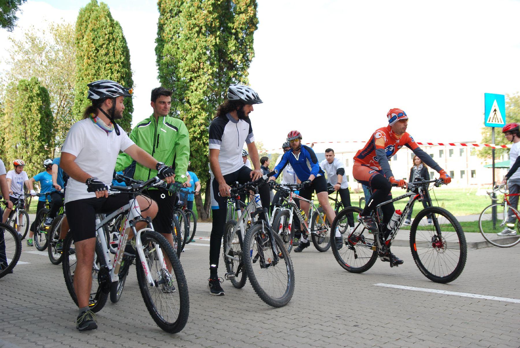Liberty on Bike ajunge la ediția a patra și continuă proiectul de sprijin al copiilor din comunități izolate