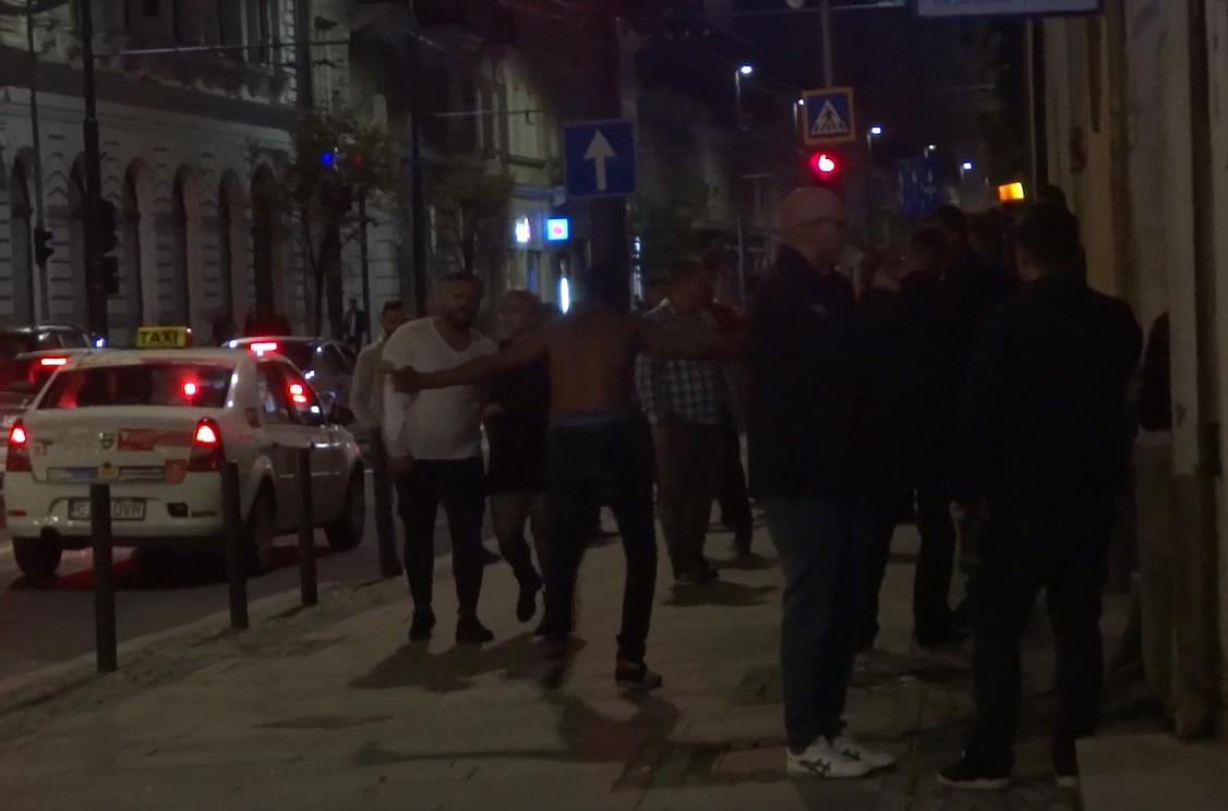 Un nou scandal în faţa clubului Janis, duminică dimineaţa – VIDEO EXCLUSIV
