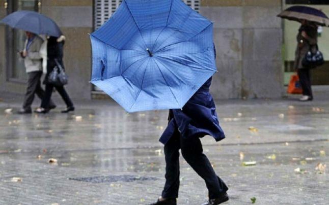 Prognoza meteo: un ciclon periculos loveşte România. În ce regiuni se face din ce în ce mai frig, când apare lapoviţa