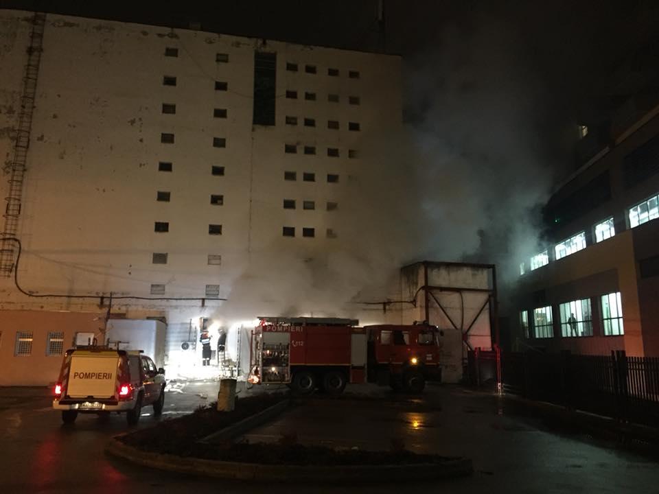 Incendiu pe strada Berăriei, în clădirea clubului Midi! FOTO