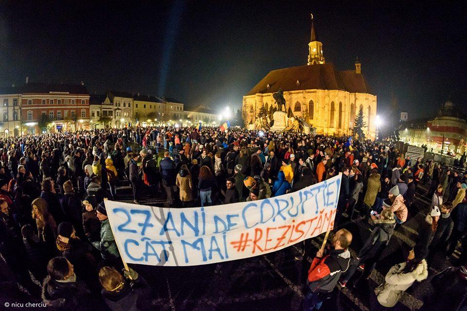 Peste 5000 de clujeni au protestat duminică seară în centrul oraşului împotriva guvernului Tudose!