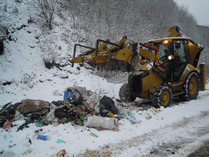 """O nouă acțiune de salubrizare în zona turistică """"Lac Tarnița"""" de pe drumul județean 107 P"""