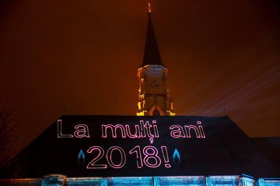 Spectacol impresionant de lasere şi foc de artificii la trecerea în noul an în centrul Clujului – VIDEO