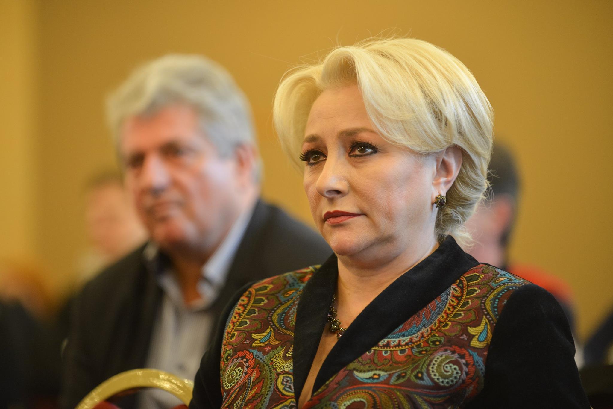 Aflată în concediu, Premierul Viorica Dăncilă a solicitat, în regim de urgenţă, un raport complet de la SRI referitor la persoanele care au pregătit şi provocat violenţele din Piaţa Victoriei