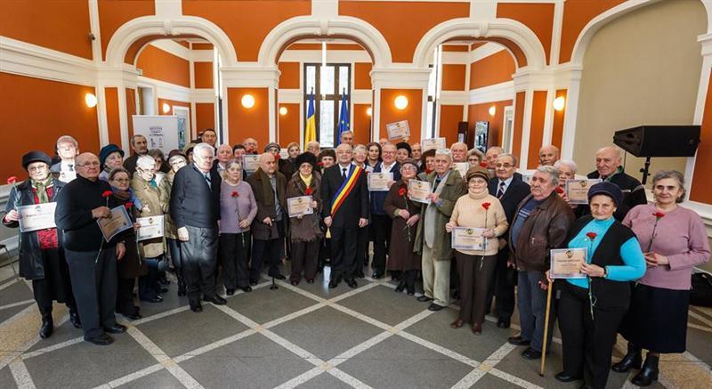 Cuplurile clujene care au împlinit 50 de ani de căsătorie, premiate de Emil Boc