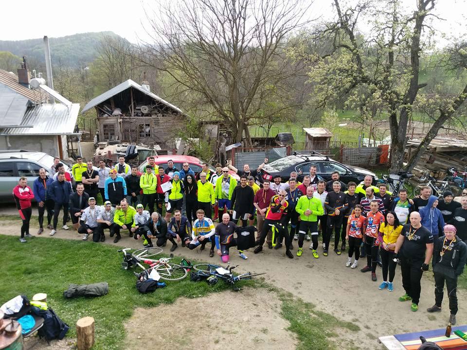 """INEDIT – Un grup de ciclişti din Cluj au cucerit """"muntele"""" la ciclism de anduranţă, după ce au parcurs 375 km pe bicicletă în 24 de ore, fără somn!"""