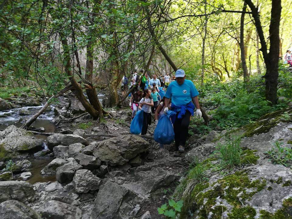 Peste 50 de saci cu gunoaie au fost colectați în doar câteva ore în Rezervația Naturală Cheile Turzii