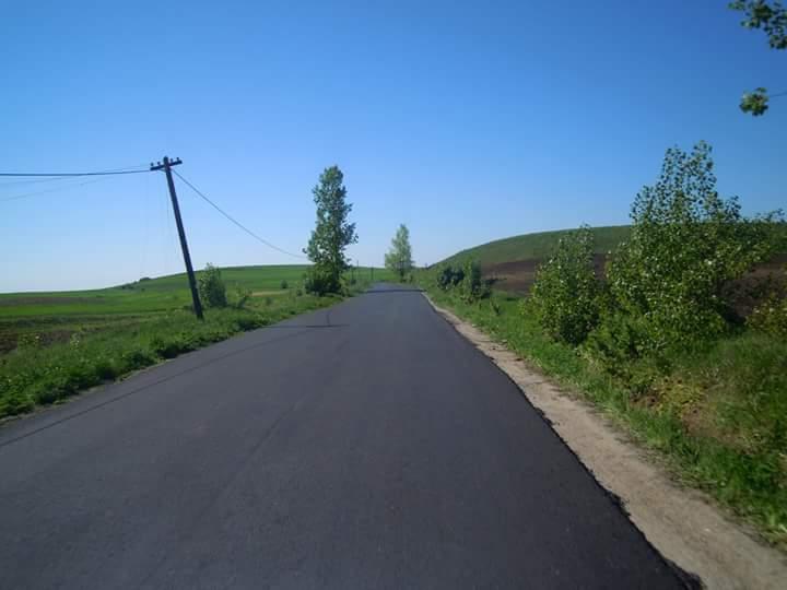 Lucrările de asfaltare pe drumul judeţean 103G Ceanu Mic – Aiton au intrat pe ultima sută de metri