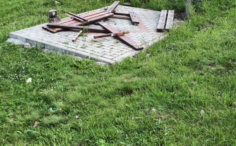 """Primarul din Floreşti îi """"urechează"""" pe locuitorii comunei care nu respectă investiţiile făcute pe domeniul public"""