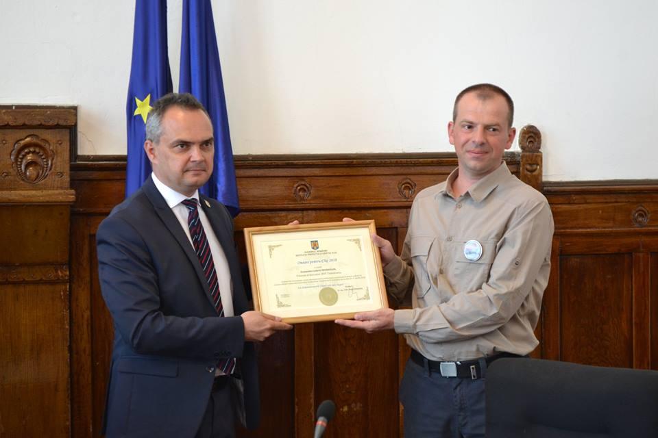 """Voluntarul CERT Transilvania care l-a găsit pe copilul din Ciurila, premiat de prefect cu titlul """"Onoare pentru Cluj"""""""