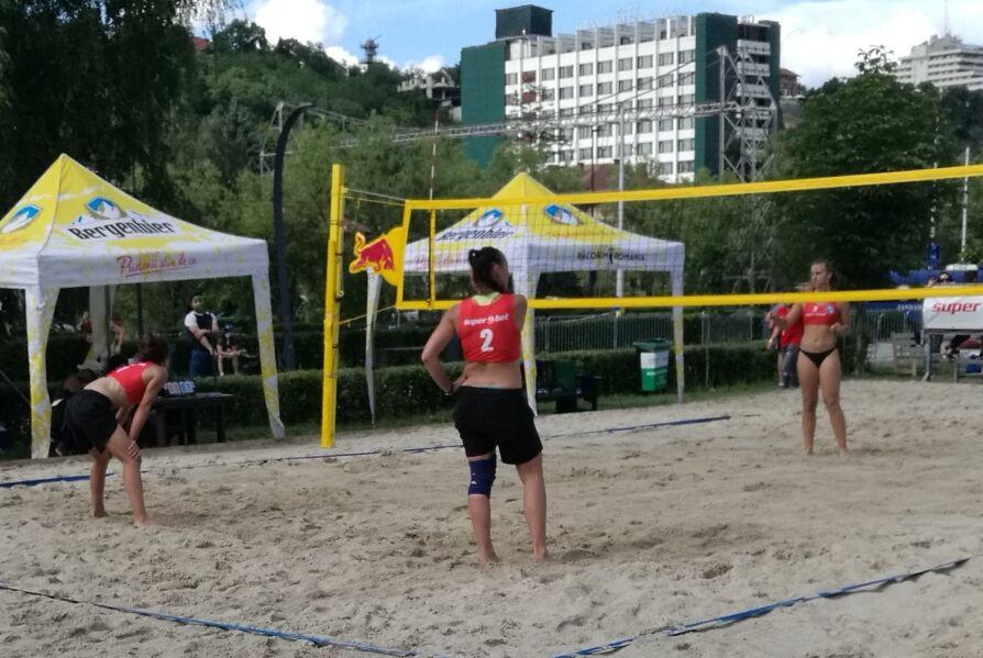 """Voleibalistele lui """"U"""" Cluj, pe podium la turneul de volei pe plajă de la Sports Festival!"""
