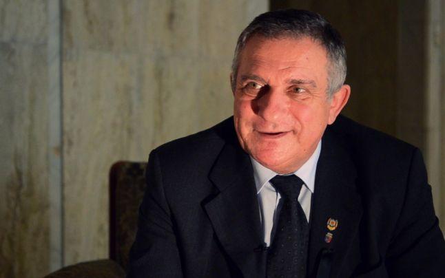 """Funar nu se lasă și vrea din nou să fie președintele României: """"La Roşia Montană sunt metale care nu există în tabelul lui Mendeleev"""""""