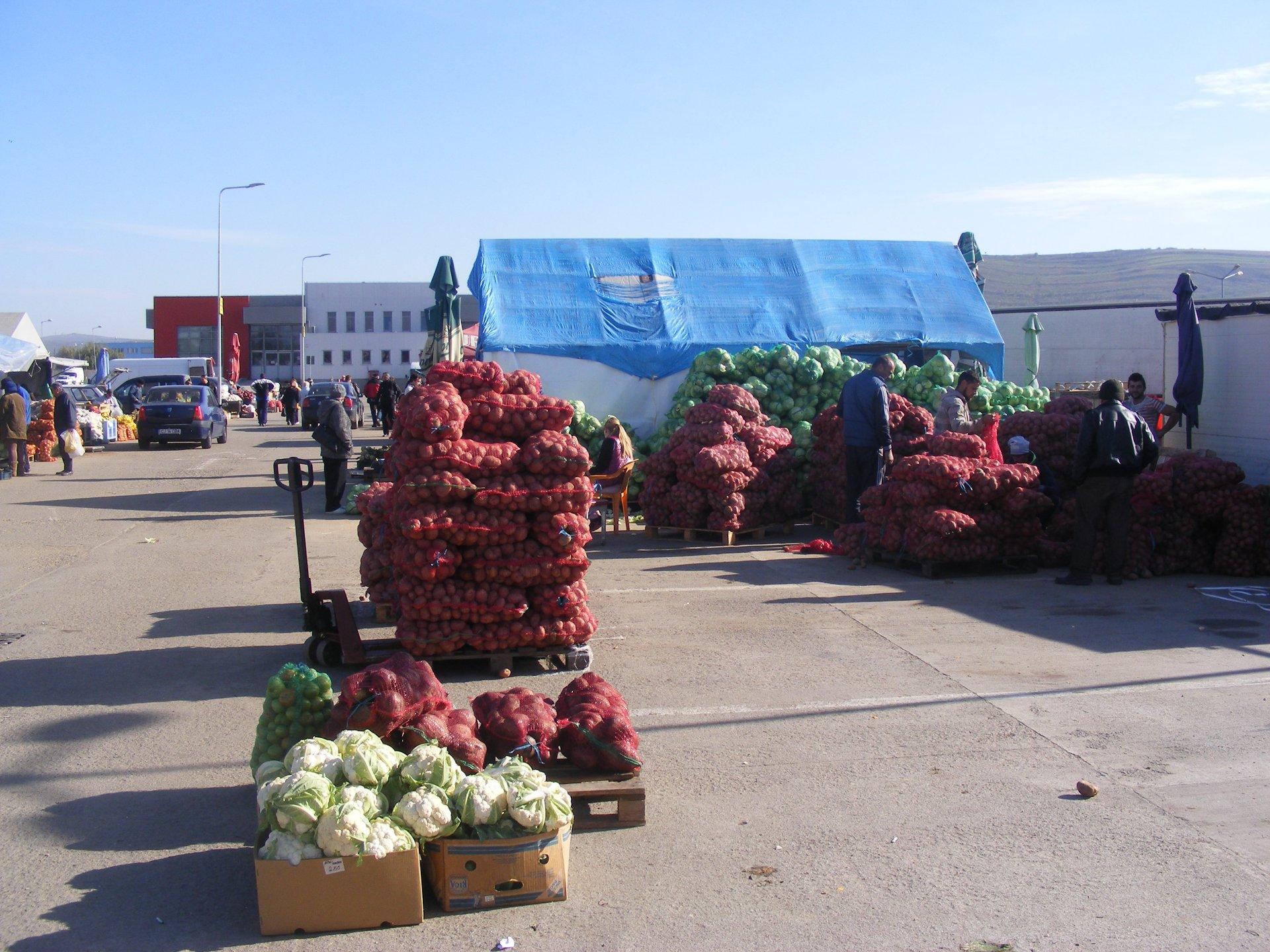 S-a deschis piața din Dezmir si îi așteaptă pe clujeni cu cele mai ieftine legume și fructe