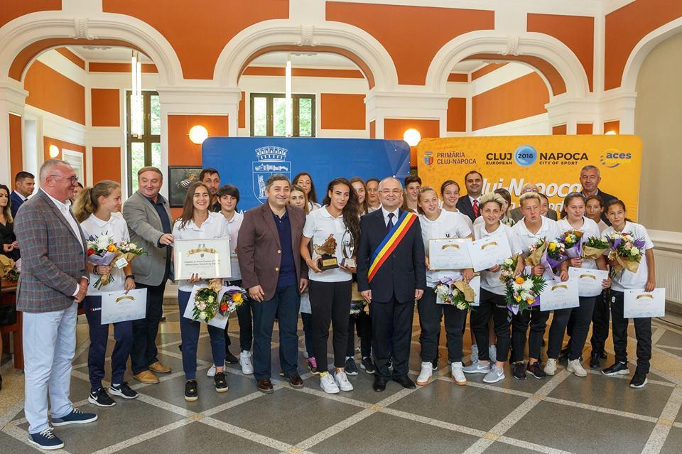"""Autorităţile locale şi judeţene le-au premiat pe """"U"""" Cluj, CFR şi Olimpia Cluj, dar """"au uitat"""" de Cluj Crusaders, campioana României la fotbal american!"""