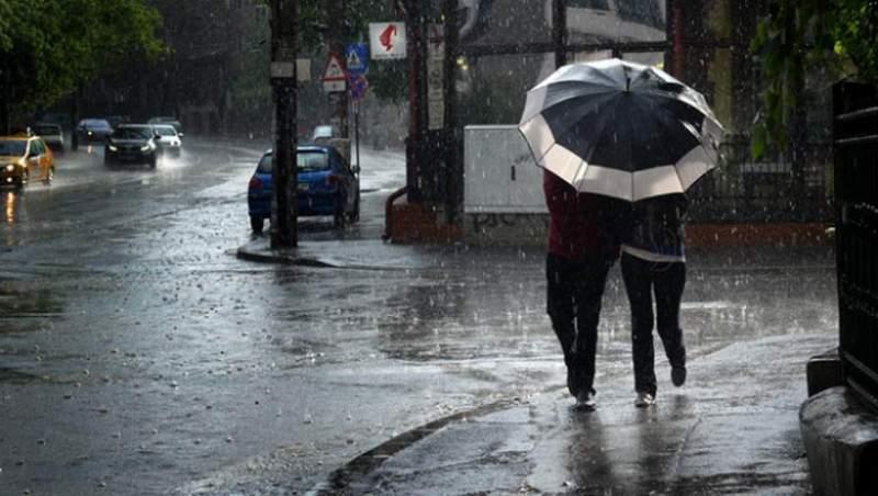 Furtunile se întorc la Cluj! Cod galben de ploi în aproape toată ţara până luni!