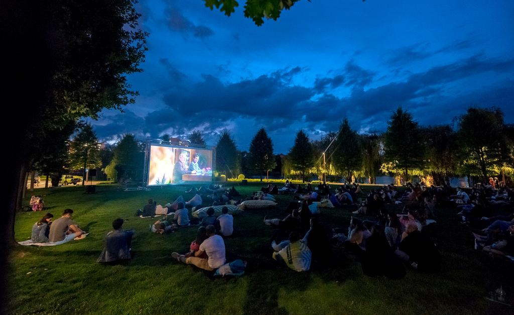 "În weekend, la Movie Nights, în Iulius Parc: ""All these sleepless nights"" și ""America, venim!"""