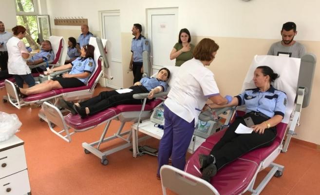 Jos pălăria: Poliţiştii locali clujeni au donat sânge pentru victima accidentului de pe strada Moţilor!