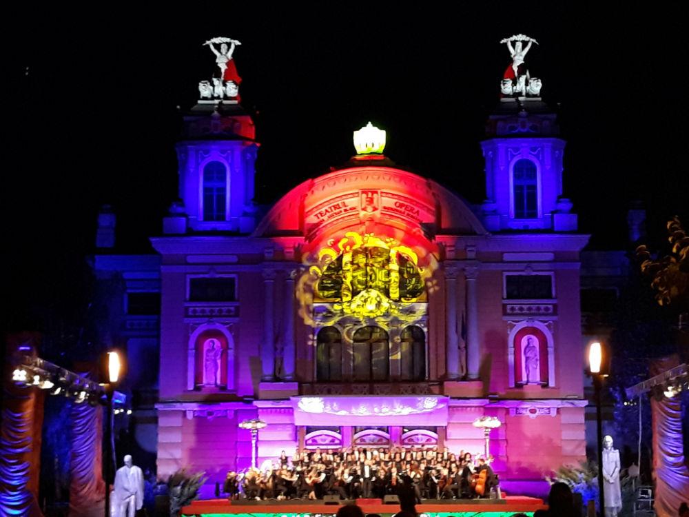 VIDEO – Muzica ne reunește, oricât de departe ne-am afla! Artiștii Operei Naționale Române din Cluj-Napoca transmit un mesaj liric de solidaritate și speranță, online