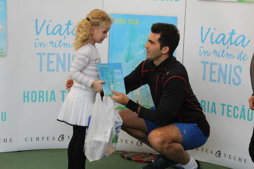 """Horia Tecău vine la Cluj-Napoca săptămâna viitoare pentru a le oferi elevilor cartea sa autobiografică """"Viaţa în ritm de tenis"""""""
