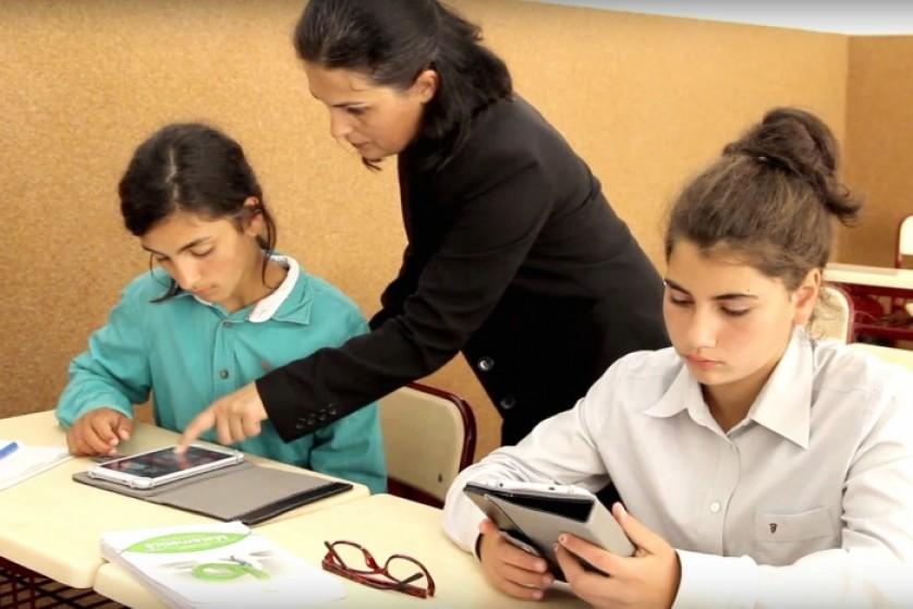 Elevii de la Școala Gimnazială Luna de Sus, Florești învață matematică și informatică în laboratorul digital (P)
