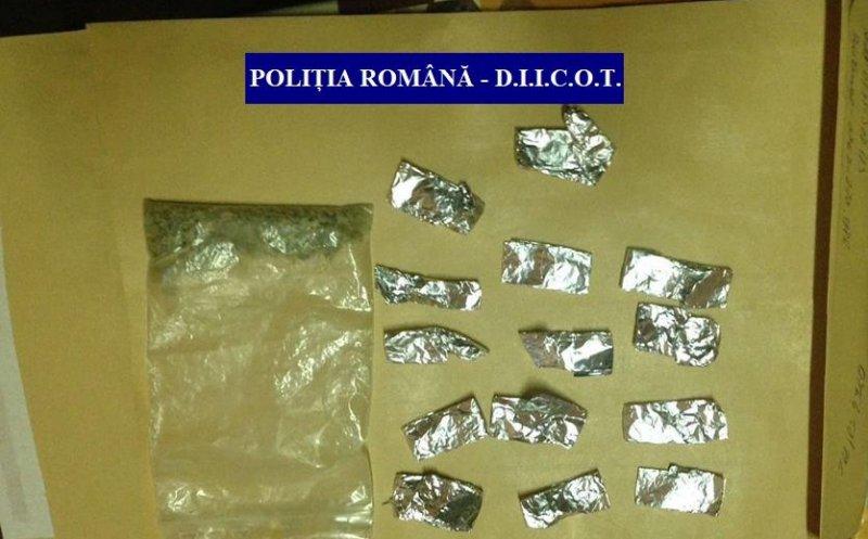 """Doi traficanţi de droguri din Câmpia Turzii, arestaţi după un an de filaj! Le vindea elevilor drogul """"Zombie"""""""