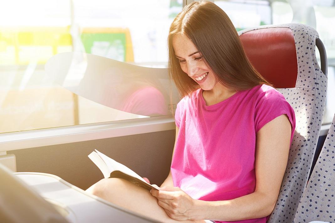 Circuli GRATIS cu mijloacele de transport în comun toată ziua de vineri dacă citeşti o carte tipărită!