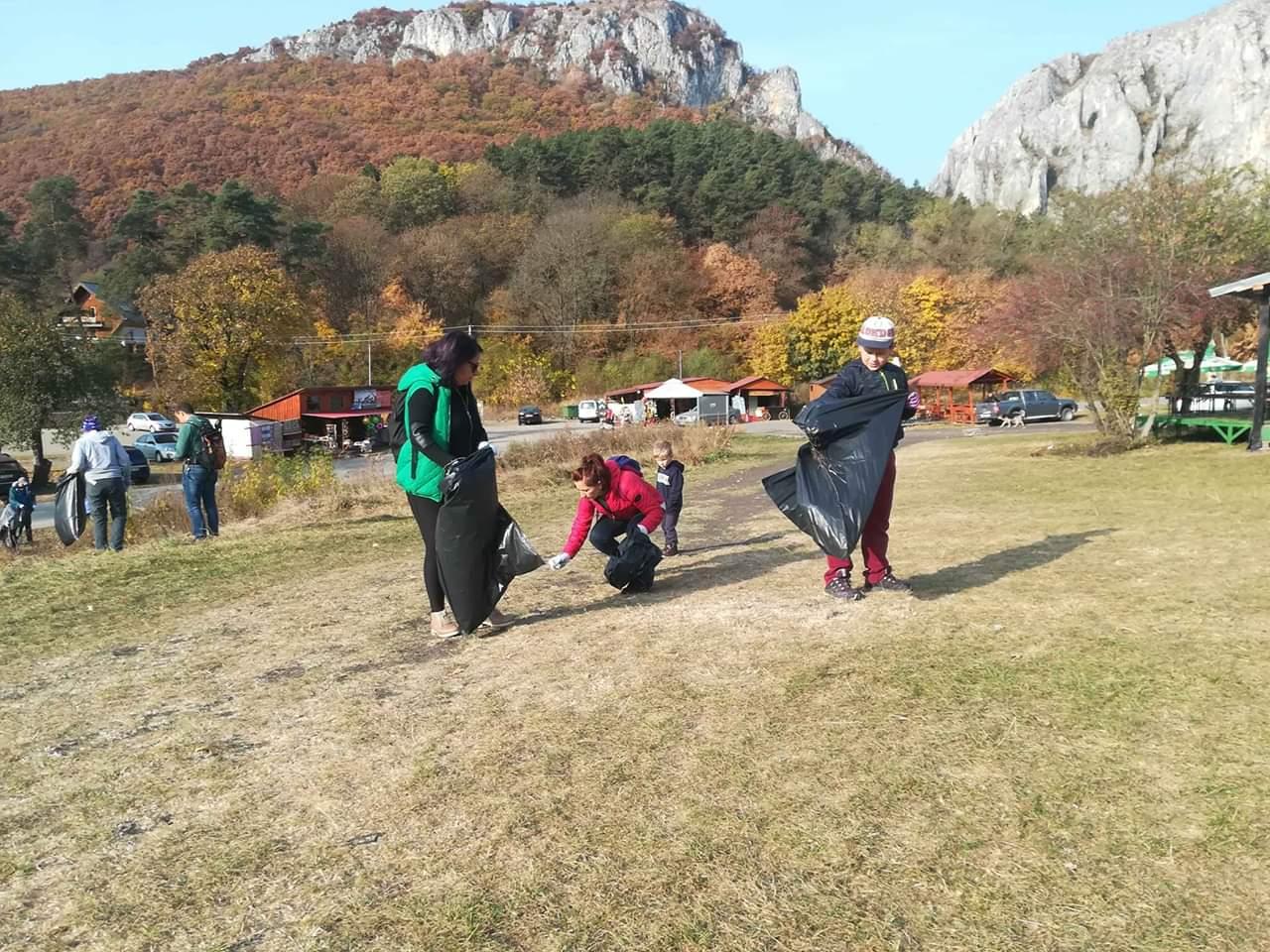 O nouă acțiune de ecologizare a avut loc în Cheile Turzii