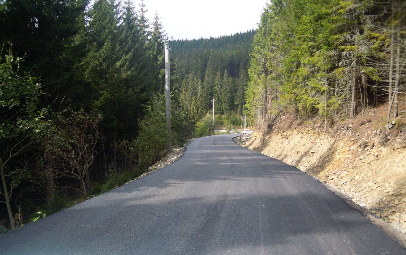 Drumul care leagă Staţiunea Băişoara de pârtia de schi Buscat a fost asfaltat şi pregătit pentru primirea turiştilor în sezonul rece!