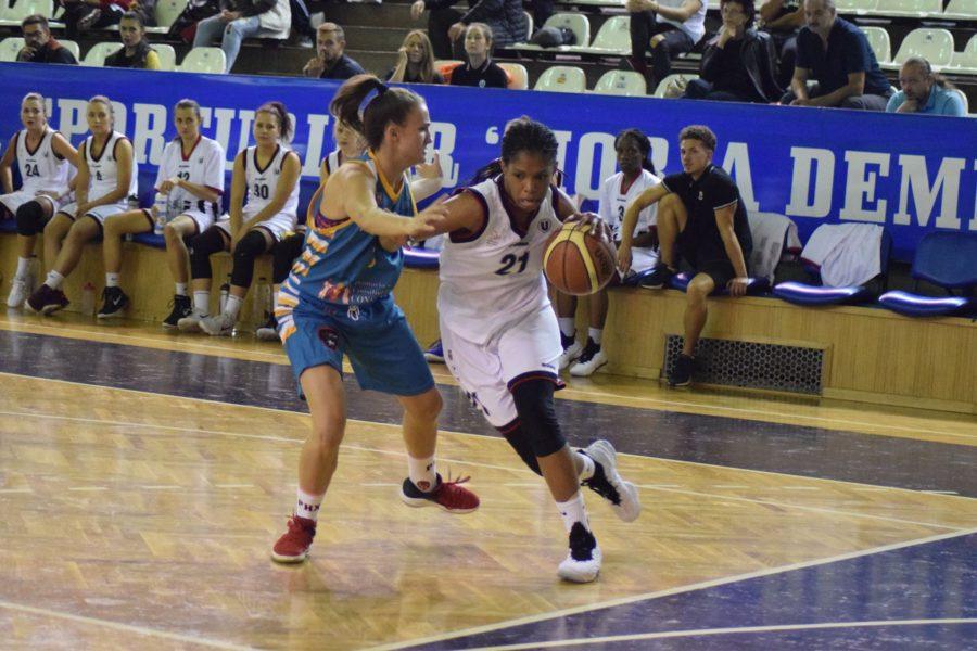 Debut cu stângul în noul sezon al Ligii Naţionale pentru baschetbalistele Universităţii Cluj