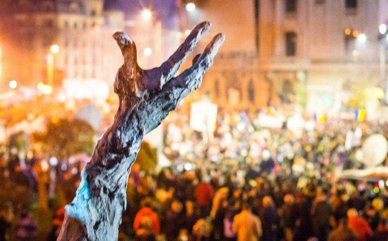 """Victimele incendiului din Colectiv, comemorate în această seară la Cluj-Napoca – """"De doi ani în instanţă, niciun vinovat"""""""
