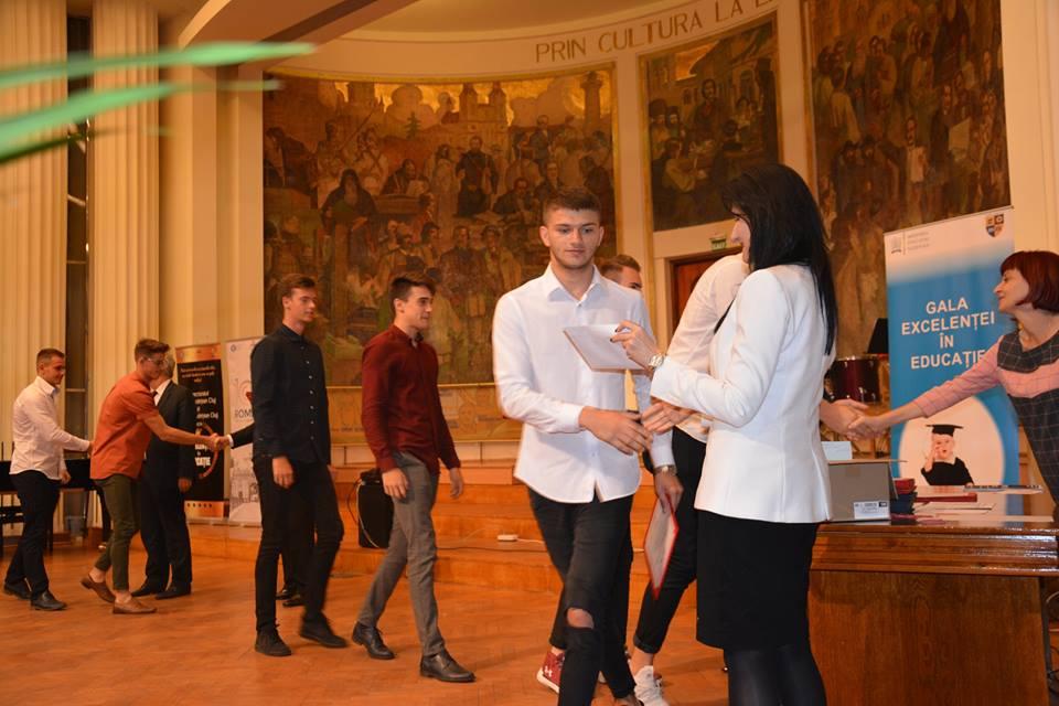 Elevii și profesorii de elită ai județului, premiaţi din Consiliul Judeţean Cluj, în cadrul Galei Excelenței în Educație 2018