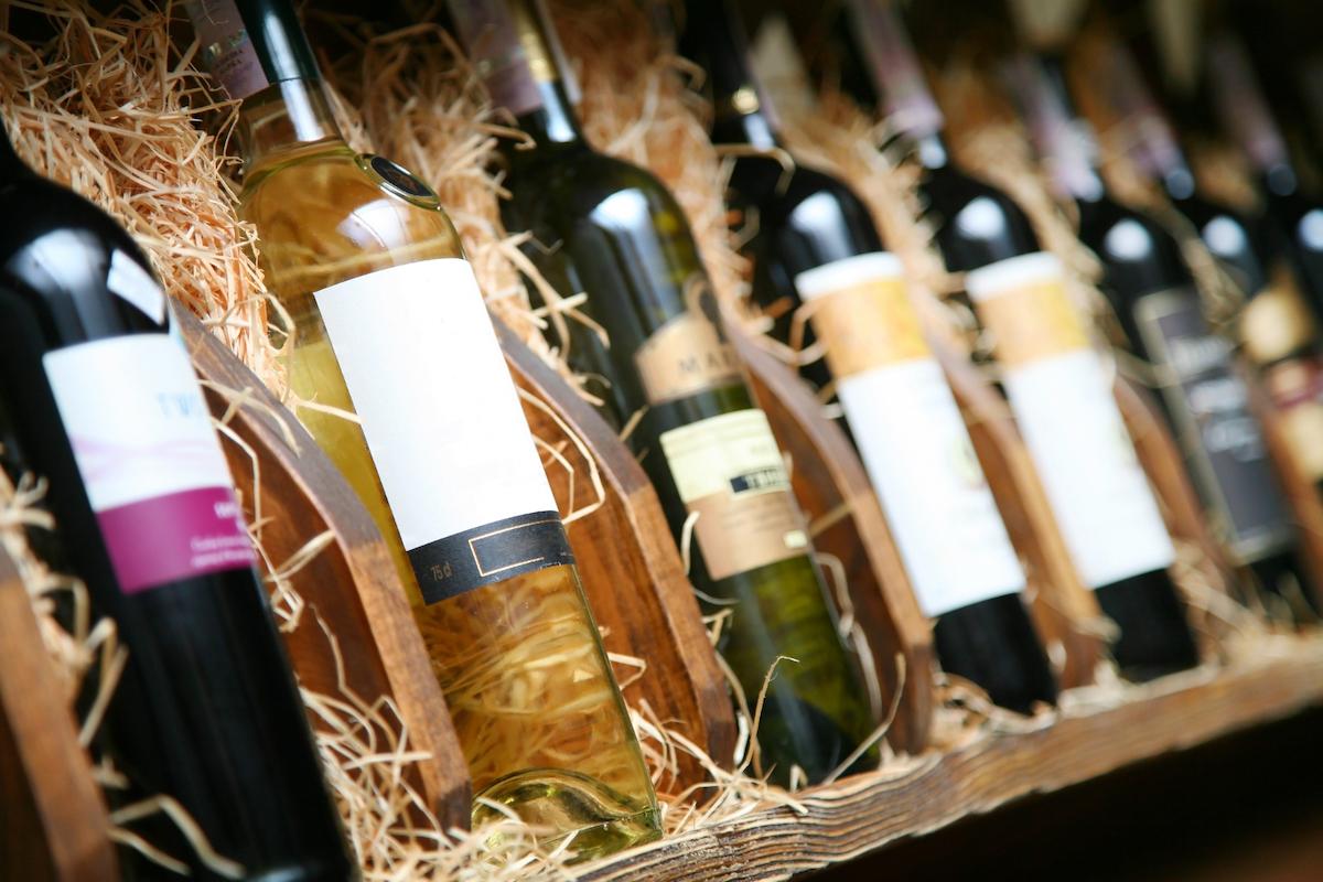 """Prima ediție transilvăneană a """"RO-Wine"""" – The International Wine Festival of Romania"""" va aduce la Cluj-Napoca, pe 27-28 octombrie, peste 200 de vinuri de la aproximativ 50 de producători! Prințul Nicolae al României, printre invitați!"""
