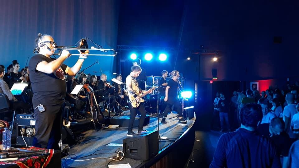 Basarabenii de la ZDOB şi ZDUB au ridicat sala în picioare în primul concert alături de ALTOrchestra 100, la Cinema Florin Piersic din Cluj-Napoca! FOTO-VIDEO