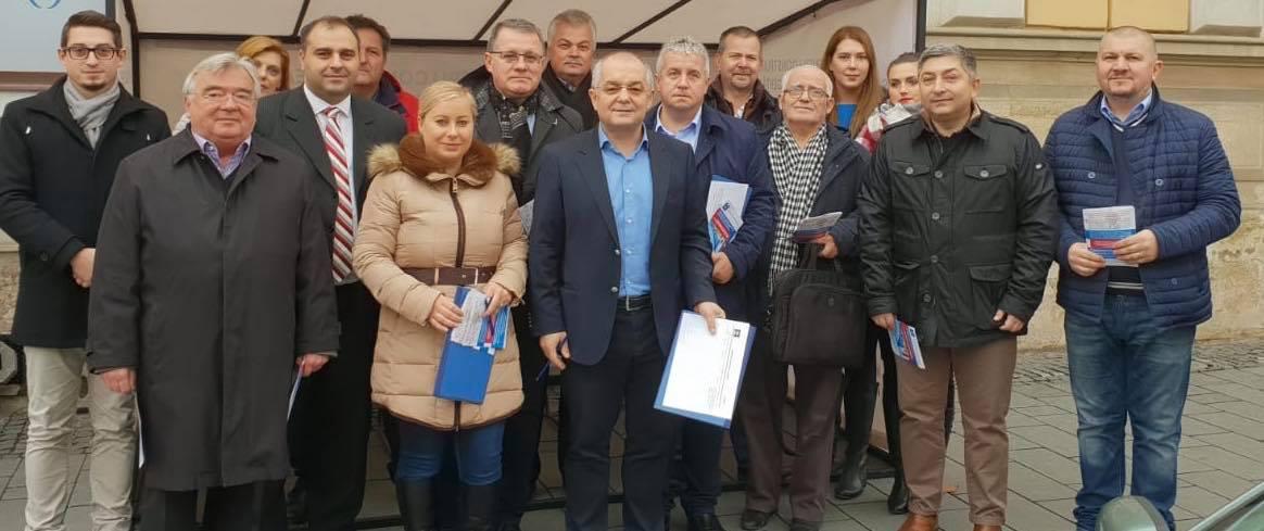 Liderii PNL Cluj, în frunte cu primarul Emil Boc, strâng semnături pentru realizarea Spitalului Regional de Urgenţă cu fonduri europene!