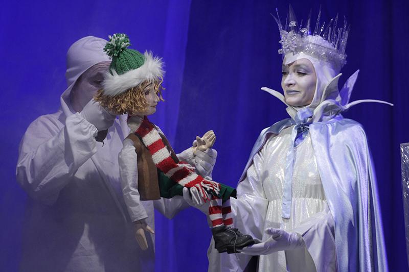 """Spectacolul """"Crăiasa Zăpezii"""", în curând la Câmpia Turzii și pe scena Teatrului """"Puck"""""""