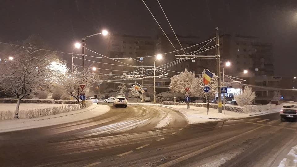 Iarna își reintră în drepturi. Cod galben de ninsori și viscol în Cluj și alte 25 de județe