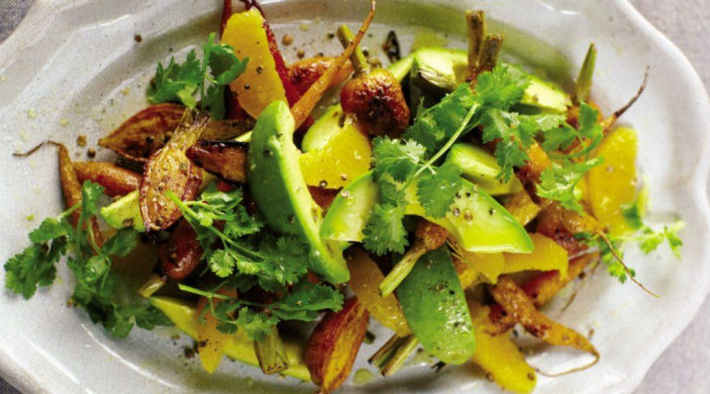 Rețeta zilei: Salată de avocado, valeriană şi portocală