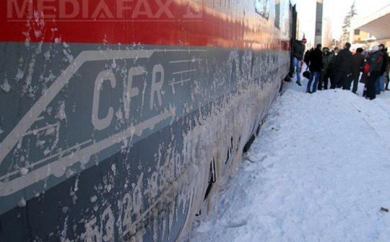 CFR Călători: Mai multe trenuri cu sute de călători, oprite din cauza viscolului, în mai multe județe din țară!