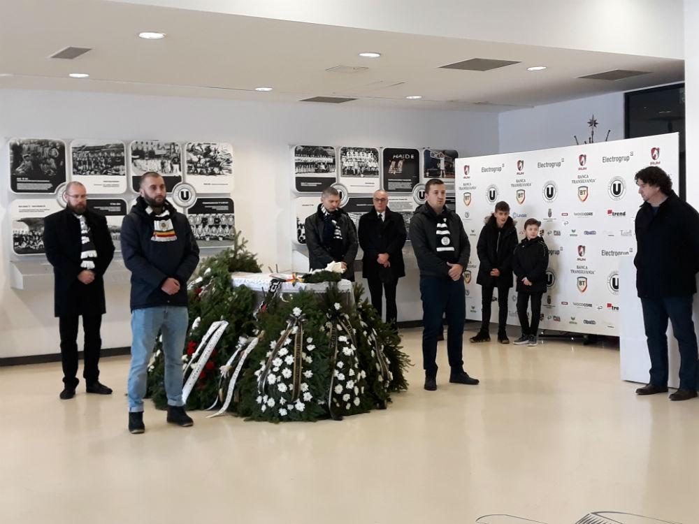 """Nicolae Szoboszlay, condus pe ultimul drum de suporterii lui """"U"""" Cluj, prieteni şi apropiaţi!"""
