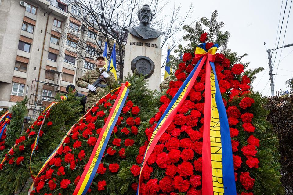 Ceremonial militar, depunere de coroane și hora unirii, la monumentul domnitorului Alexandru Ioan Cuza!