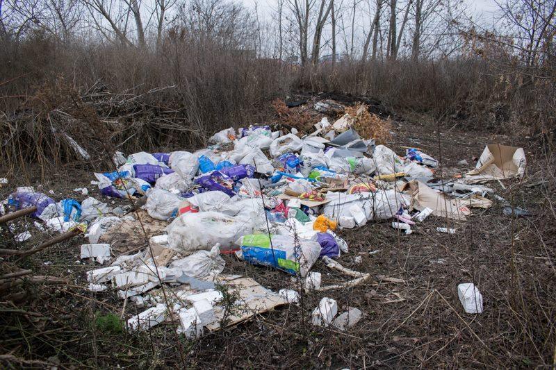 În loc să devină cel mai mare spațiu verde și de agrement al Clujului, Parcul de Est devine, încet dar sigur, o oază de gunoaie!